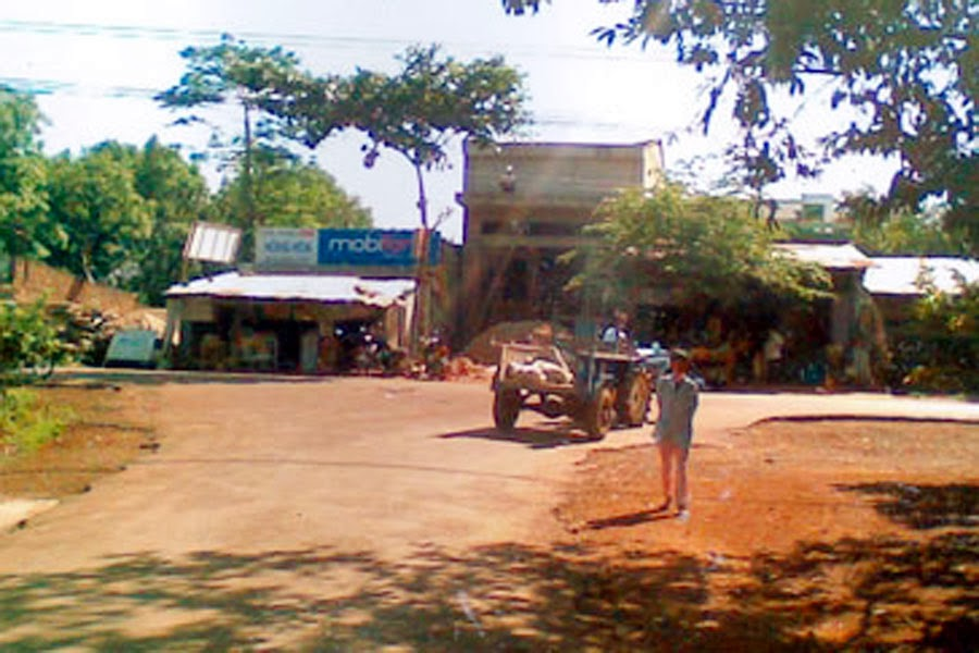 Huyện Ia Grai: Dân bức xúc vì không có đường đi chung
