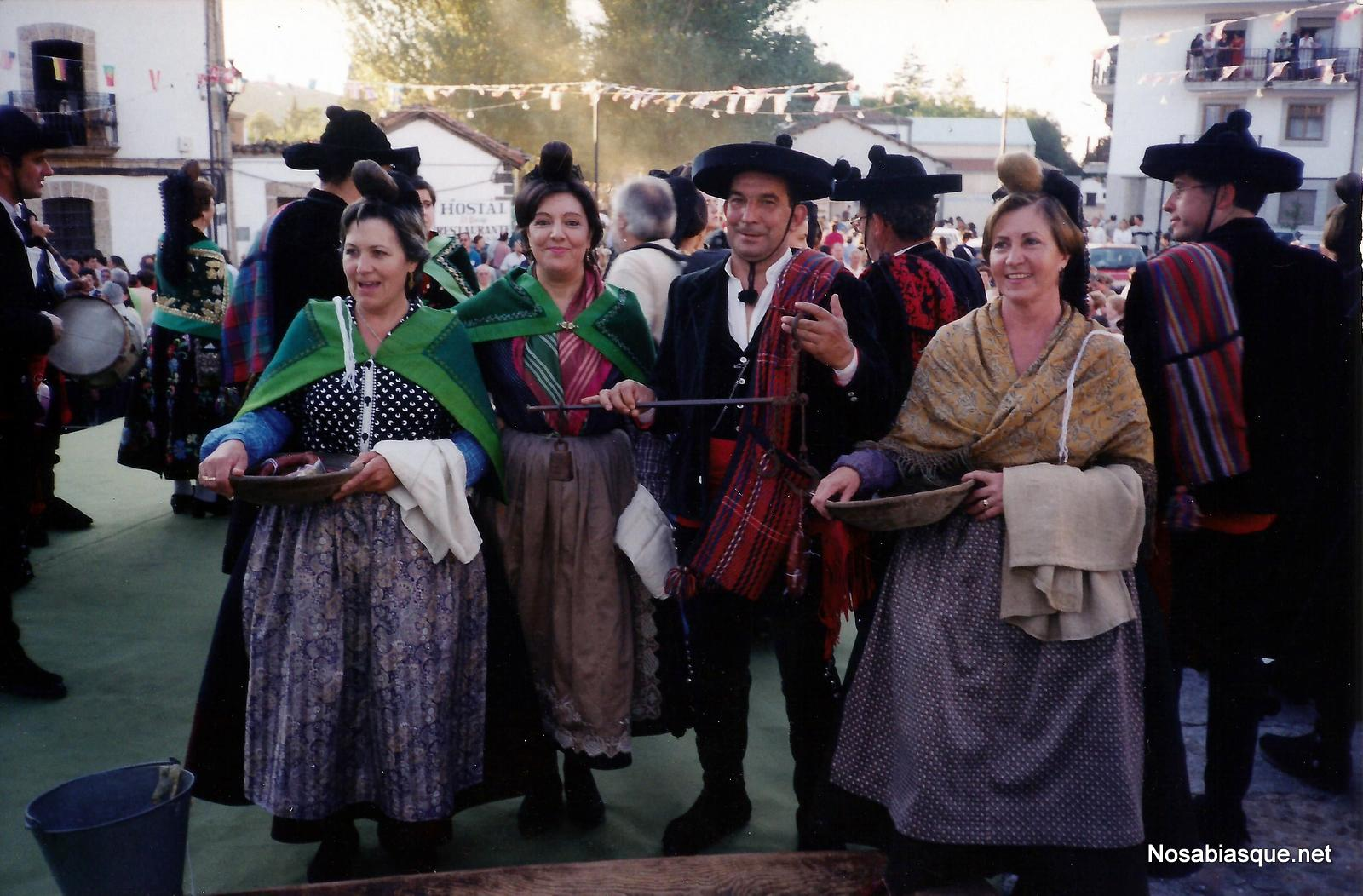 Exhibición de trajes de Candelaria en Candelario Salamanca