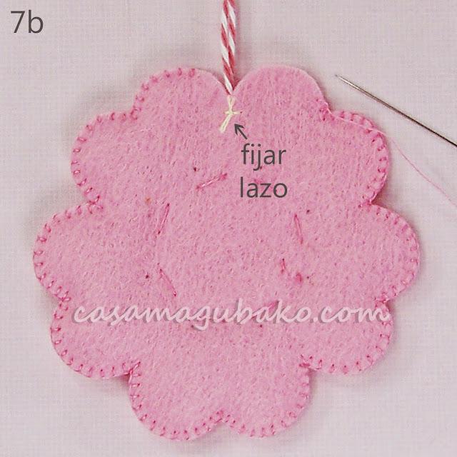 Tutorial Flor en Fieltro - Ornamento - Fijar Lazo by casamagubako.com