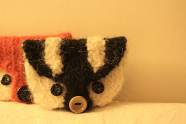 Felted Badger Purse Knitting Pattern @ OwlPrintPanda.blogspot.co.uk