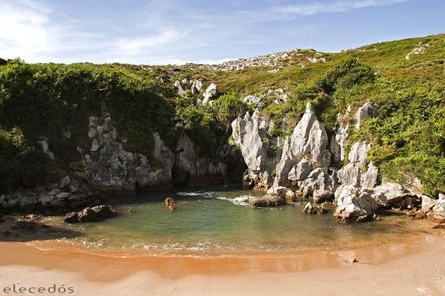 أغرب شاطئ يمكن أن تراه شاطئ '' هوليغا '' في أسبانيا ، شاطئ مغلق لا يرى البحر!! Gulpiyuri-beach-66