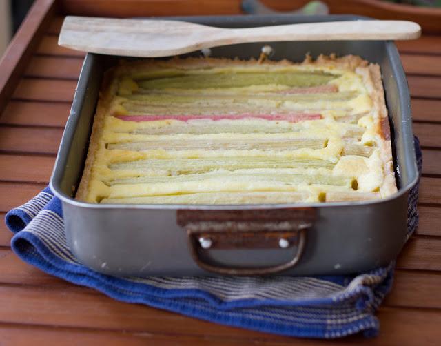frisch gebackene Tarte mit Rhabarber