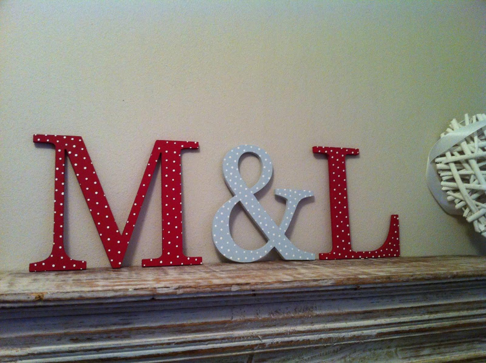 El atelier de laura ofertas figura iniciales en madera para decorar la tarta de boda - Como decorar letras de madera ...