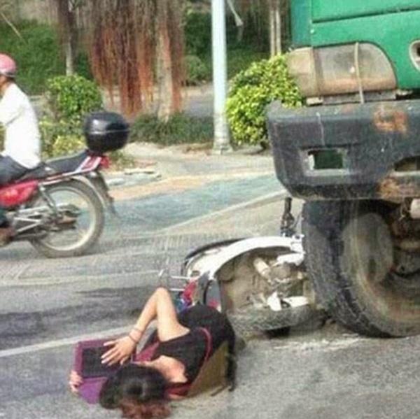 (Gambar) Mangsa Kemalangan Buat Aksi Pelik