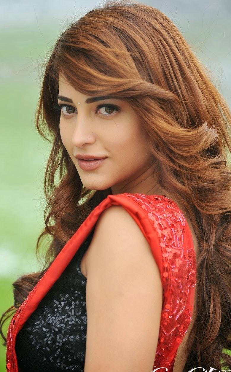bollywood actress shruthi hassan dard bewafa shayari