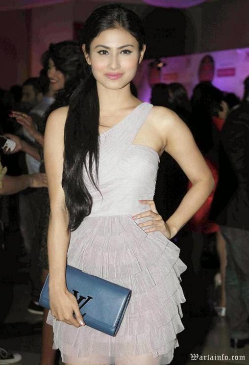 Foto Sexy Mouni Roy Artis cantik India Pemeran Dewi Sati di Serial Mahadewa ANTV