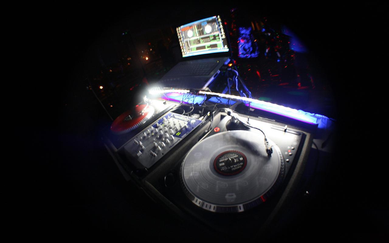 http://3.bp.blogspot.com/-RTjAHxiOthI/UU0fRZ_dcLI/AAAAAAAAAr0/Opg4glmmL-Y/s1600/SD-DJs-1280x800-Wallpaper4-dubstep-music-mp3-2012-electro-house-2012-download-free-dutch-house-2012-download-fidget-house-2012-download-best-house-music-torrents-download-free-mp3-2012-download.jpg
