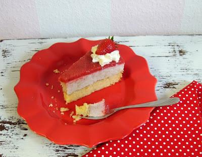 fruchtig frische erdbeer rhabarber torte christina 39 s catchy cakes. Black Bedroom Furniture Sets. Home Design Ideas