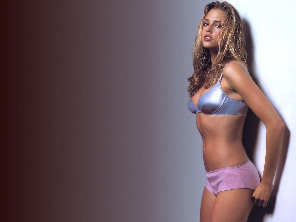http://3.bp.blogspot.com/-RTqdkLWZIrc/TtkVpbYyI4I/AAAAAAAACXw/oQZkz0lhbNs/s1600/Estella-Warren-in-hot-lingerie-1.JPG