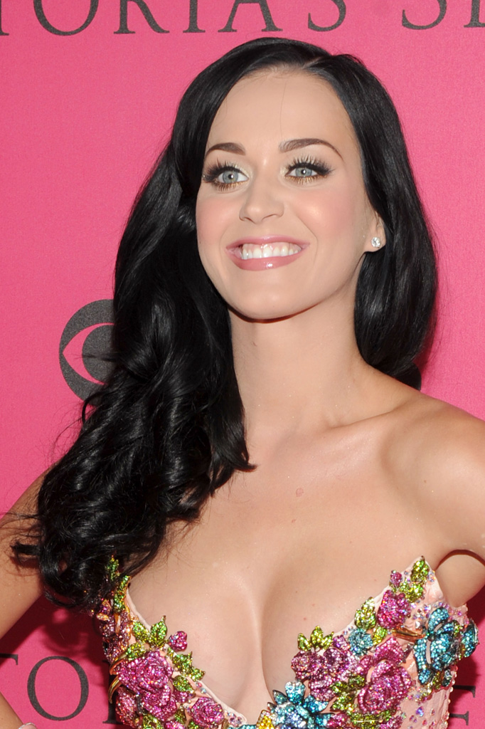 Katy Perry Cleavage 2 02182011 29
