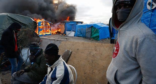 Ψευτο-Πρόσφυγες  καίνε το κέντρο του Παρισιού και τα γαλλικά ΜΜΕ δεν δείχνουν τίποτα! VIDEO