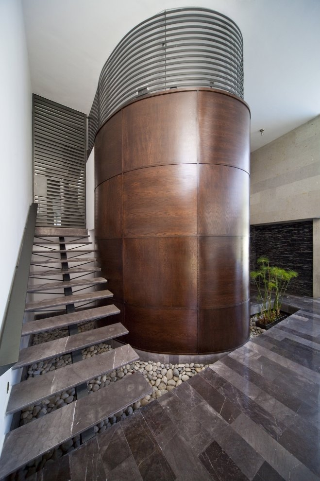 Modern stairs in Beautiful white house by 7xa Taller de Arquitectura