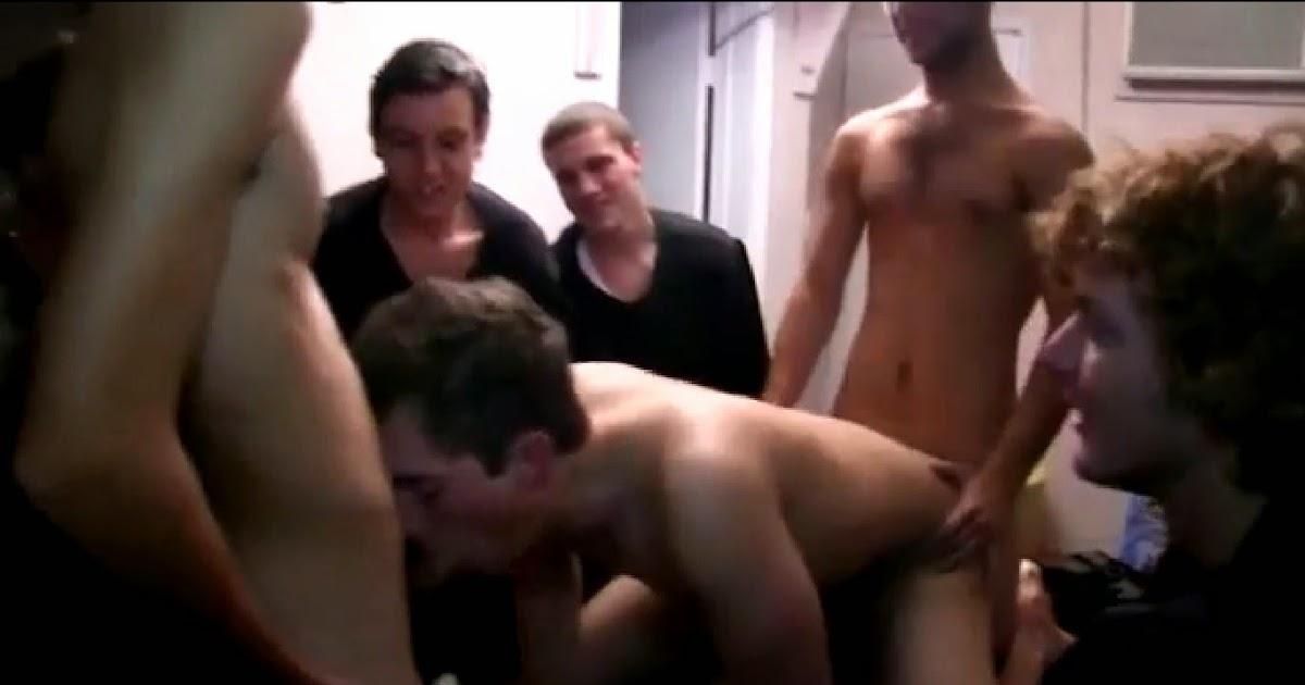 exhib lieu public homme gay baise