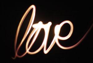 Puisi cinta untuk kekasih berbentuk ungkapan kata kata romantis paling mesra dengan gombal dan rayuan maut terbaru update