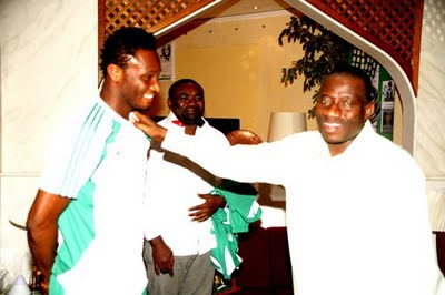 Mikel Obi Pays President Goodluck Courtesy Call To Say Thanks...Pics Inside! 2