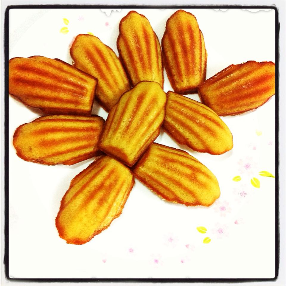 Life can be simple: Orange Blossom Honey Madeleines