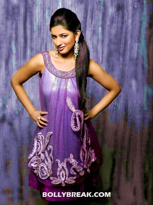 divya bhandari in a gorgeous purple outfit - (2) - Divya Bhandari Indian outfit photo shoot