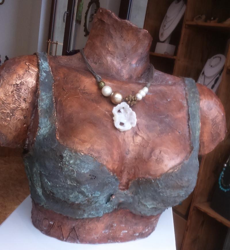 Un buste à bijoux
