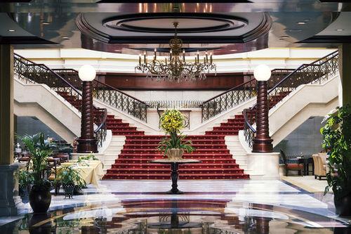 Movenpick hotel apartments bur dubai hotels in dubai for Top rated hotels in dubai