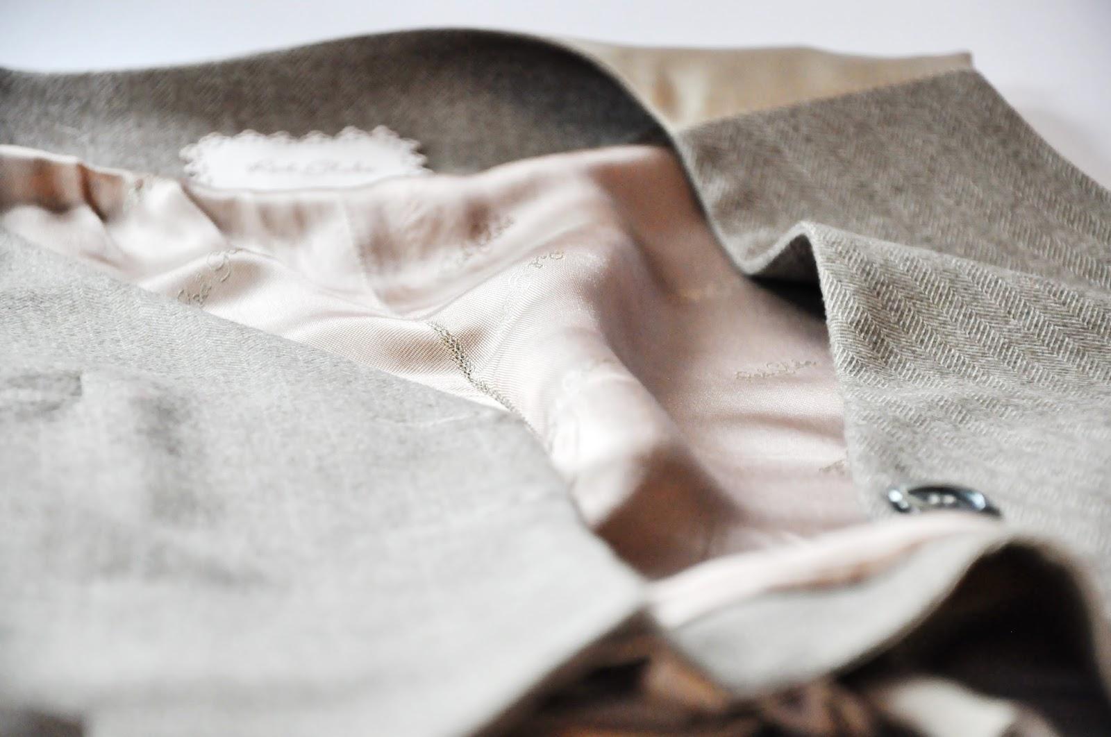 брючный костюм с жилеткой