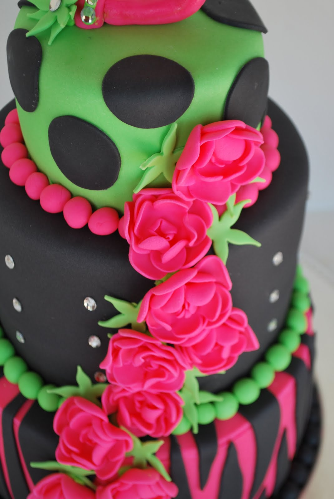 Rock Girl Birthday Cake http://cakestudioonline.blogspot.com/2012/01/rock-star-birthday-girl.html