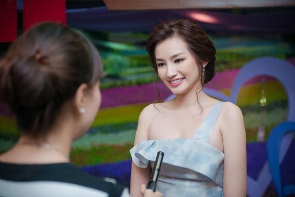 Đã lâu không xuất hiện tại Hà Nội nên Trúc Diễm nhận được sự chú ý của báo giới.