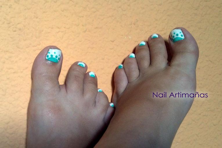 nail artimañas: Uñas de los pies en blanco y menta