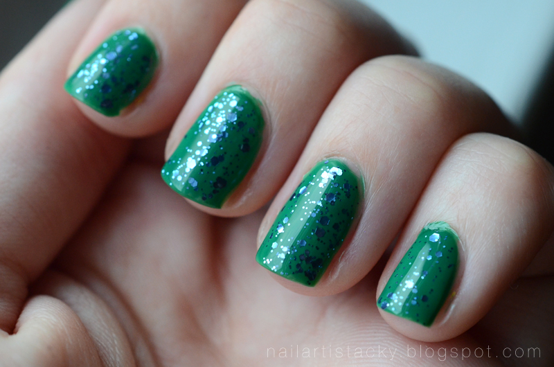 Green Glitter Nails - Essie Stroke of Brilliance - Essie Pretty Edgy