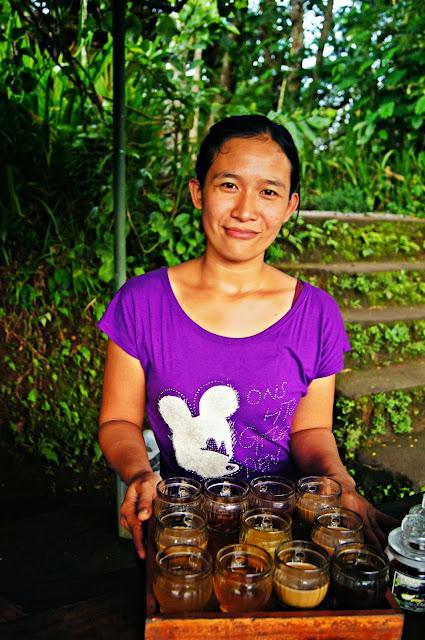 Mujer balinesa que nos invito a café