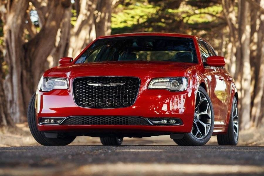 Chrysler 300S (2015) Front Side