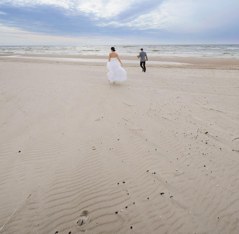 vestuvinės nuotraukos prie jūros palangoje