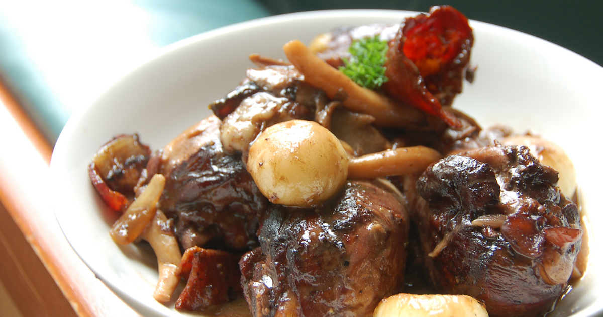 coq au vin rouge chicken in red wine sauce. Black Bedroom Furniture Sets. Home Design Ideas