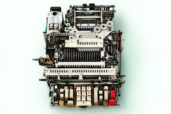 Ini Dia Mesin Tersembunyi Pada Kalkulator Antik