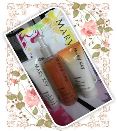 MARY KAY PEACH SATIN HANDS PAMPERING SET