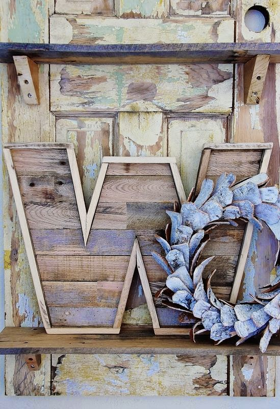 30 wooden pallet craft projects handy diy for Craft ideas for wood pallets