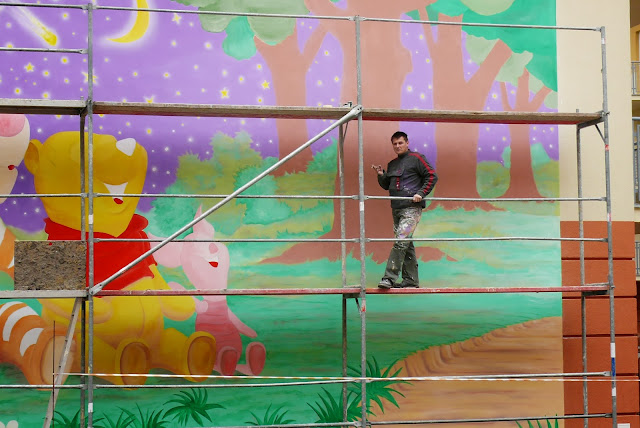 Mural na bloku w Ząbkach, malowanie malowidła ściennego w Warszawie
