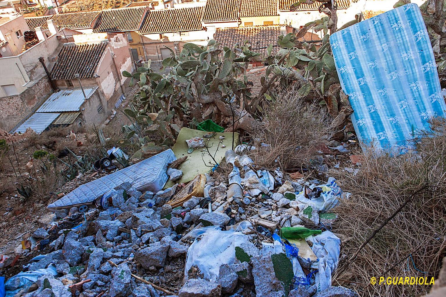 Abandono de la limpieza de calles en el casco viejo