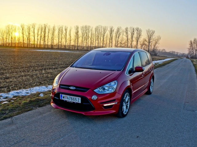 Ford S-Max 2.0 EcoBoost Review