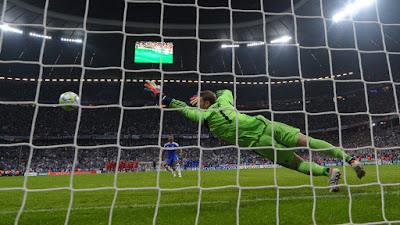 tendangan penalti Drogba