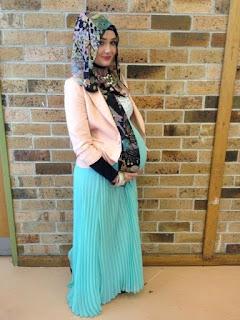 Paduan long abaya dengan blazer untuk ke kantor bagi ibu hamil