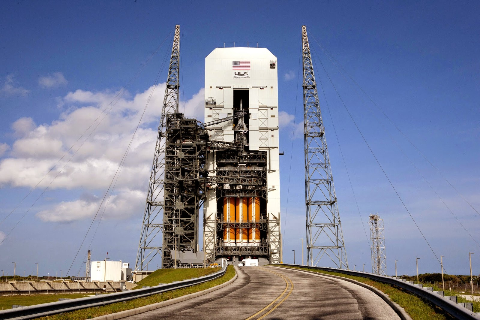 the orion spacecraft atop a delta iv rocket waits at the kennedy space center for thursday s launch credit nasa kim shiflett