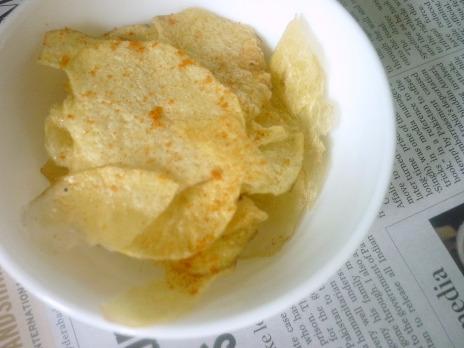 How to make potato chips in microwave step by step recipe these were really very crispy even after 12 hours and you can indulge as much as you want ccuart Images