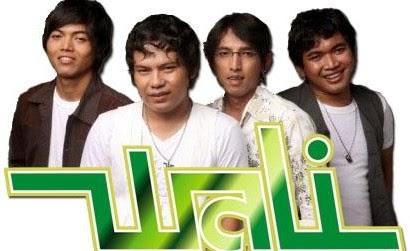 http://karangtarunabhaktibulang.blogspot.com/2014/08/daftar-lagu-wali-terpopuler-full-album.html