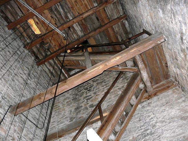 Końskie, wieża kościoła p.w. św. Mikołaja. Następnie są drzwi zamknięte na kłódkę. Potem trzeba pokonać schody drewniane... Fot. Paweł Kałwiński.