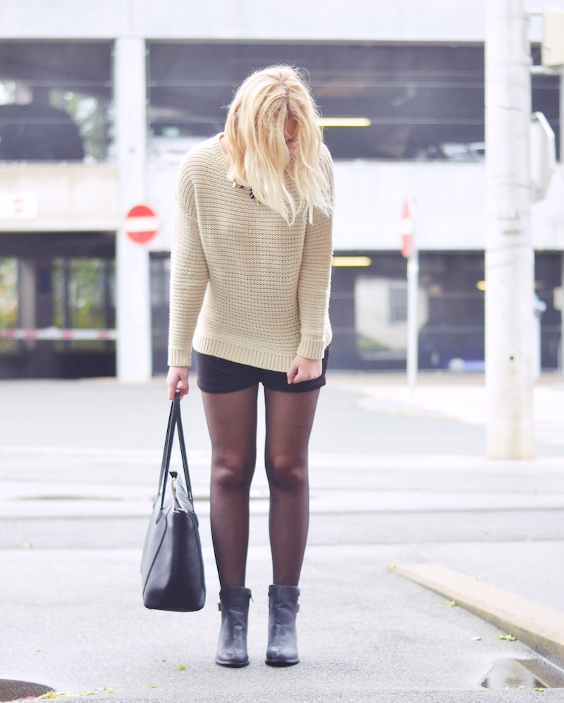 Outfit_beiger_Strickpullover_Herbst_Primark_Boots