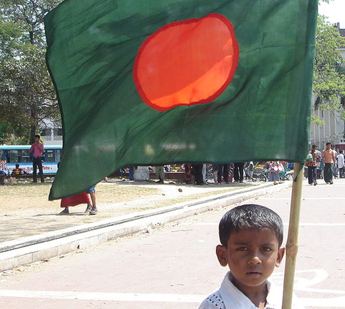 http://3.bp.blogspot.com/-RYB-1MU9dsw/TeT-lL8M0_I/AAAAAAAABIU/3tHkz8AXdis/s1600/graphics+wallpapers+Flag+of+Bangladesh.jpg