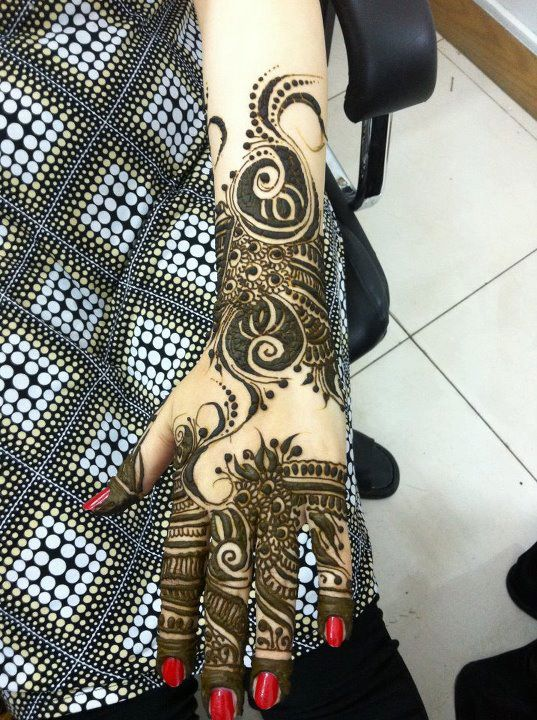 Ladies Mehndi Party : Beautiful mehndi design for girls party style on