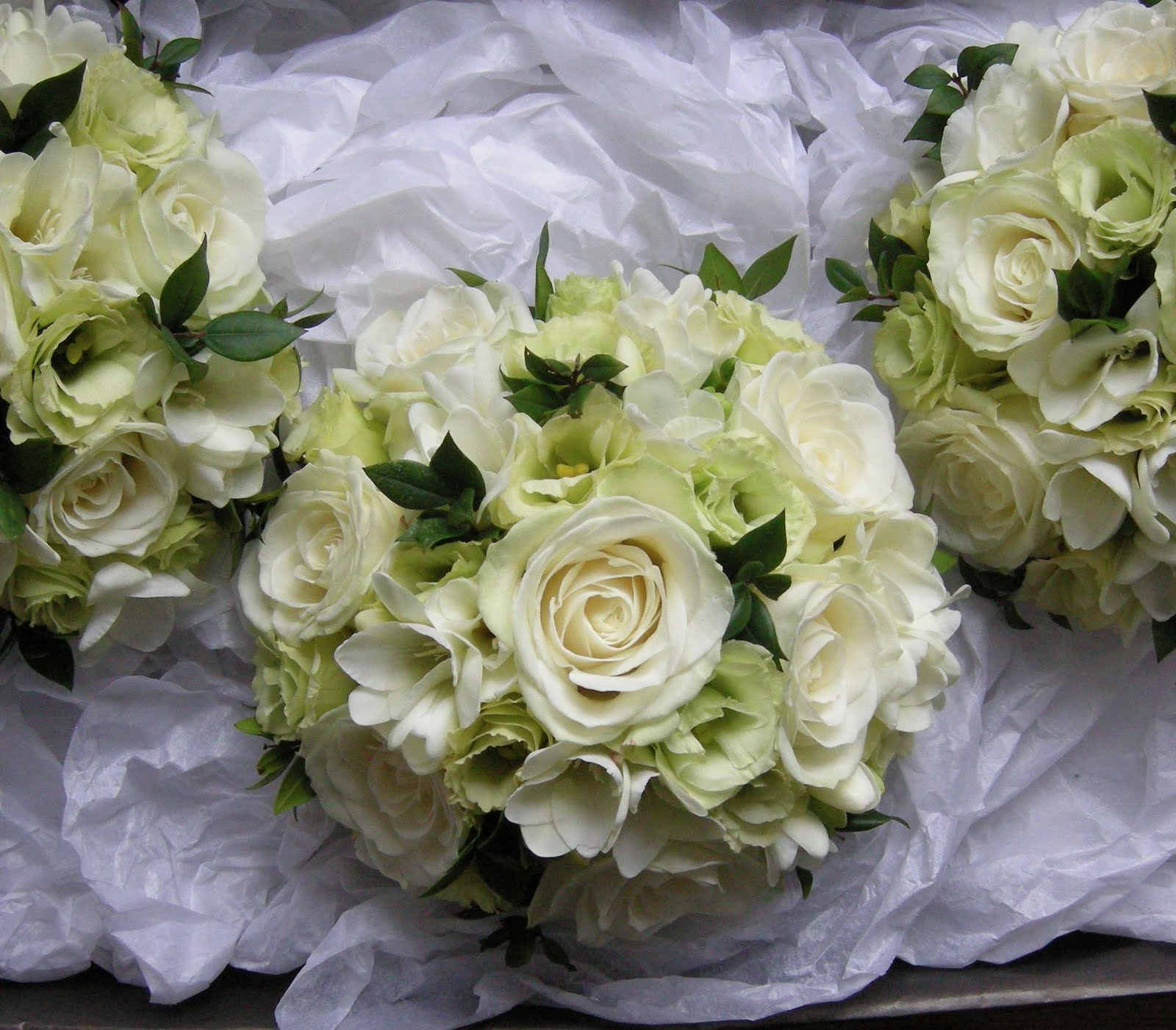 Wedding Bells Lissie: Ivory+green+bouquets.jpg (1600×1402)