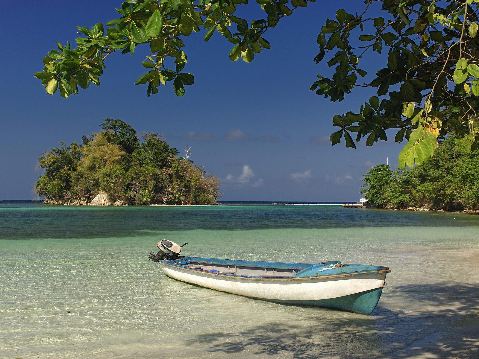 http://3.bp.blogspot.com/-RYng95m0eY0/UH9S_SnBljI/AAAAAAAACG8/Mf52u67HwIU/s1600/Canoa+a+la+orilla+del+mar+en+el+agua+cristalina,+en+la+playa.jpg