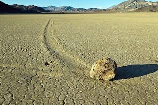 http://infomasihariini.blogspot.com/2016/01/terkuaknya-misteri-batu-berjalan-di.html